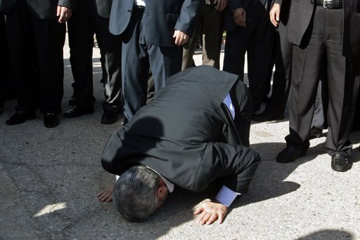 Hamas chief Khaled Meshaal prays, with his head to the ground, upon his arrival at the Rafah crossing in the southern Gaza Strip December 7, 2012. Meshaal arrived in the Gaza Strip on Friday, ending 45 years of exile from Palestinian land with a visit that underscored the Islamist group's growing confidence following a recent conflict with Israel. REUTERS/Ahmed Jadallah
