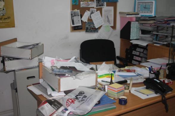 At 3 am this morning, the IOF raided Addameer's offices in Ramallah and damaged the office, confiscated computers, a hard drive and a video camera.الساعة الثالثة صباحا اقتحمت قوات الاحتلال مؤسسه الضمير وعاثت فسادا و قامت بتكسير المكتب