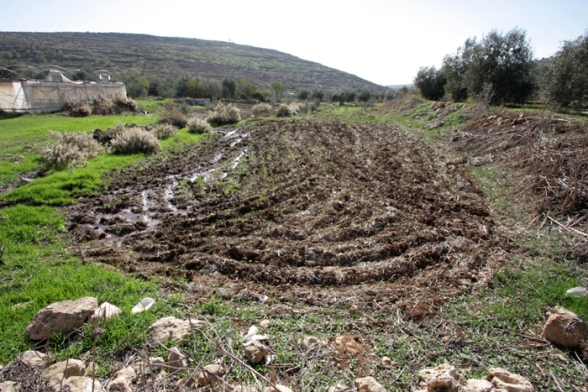 Dec 4 2012 Settlers dump wastewater illegal settlement 27_12_16_4_12_20125