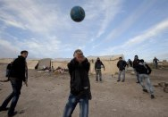 12/01/2013.- Palestinian youths play volley ball outside tents set up in the new 'outpost' called Bab al-Shams (Gate of the Sun), 12 January 2013, erected outside the Palestinian village of Ez Za'im in the contentious area east of Jerusalem, in the West Bank known as E1. The Palestinians, joined by some foreign activists are doing this action, they say, as a means of non-violent, peaceful resistance. EFE/EPA/JIM HOLLANDER