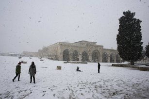 Palestinians walk on the compound known to Muslims as al-Haram al-Sharif and to Jews as Temple Mount in Jerusalem's Old City during a snowstorm January 10, 2013. The worst snowstorm in 20 years shut government offices, public transport and schools in Jerusalem and along the northern Israeli region bordering on Lebanon on Thursday. REUTERS/Ammar Awad