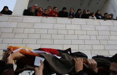 Palestinian women and children watch the funeral of Lubna Hanash in the West Bank town of Bethlehem January 23, 2013. Israeli soldiers shot and killed Hanash, a 21-year-old Palestinian woman, near Hebron on Wednesday and wounded another local youth, Palestinian medics said. Asked about the incident, an Israeli army spokeswoman said Palestinians had thrown petrol bombs at soldiers, who then opened fire. REUTERS/Ammar Awad
