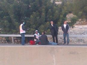 Medics treating one of the injured during the Israeli occupation second violent eviction of #BabAlShams