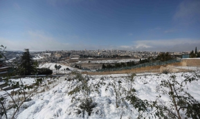 Jan 10 2013 - Al Quds in White - Snow in Palestine - Photo by Afif Amira-WAFA 6
