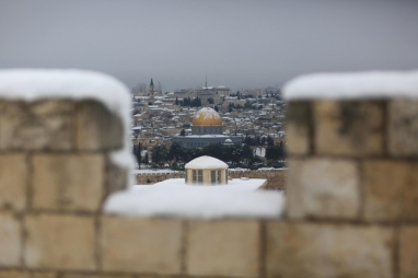 Jan 10 2013 - Al Quds in White - Snow in Palestine - Photo by Afif Amira-WAFA 8