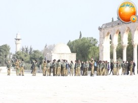 Jan 29 2013 Female Israeli Soldiers March through Aqsa Compound - Photo by QudsMedia 18