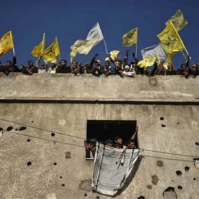 Palestinians stand atop a building as they take part in a rally marking the 48th anniversary of the founding of the Fatah movement, in Gaza City January 4, 2013. Fatah held its anniversary rally for the first time since 2007 in Gaza Strip. REUTERS/Suhaib Salem