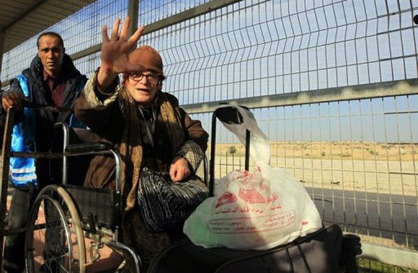 A Palestinian Christian lady from the Gaza Strip is pushed in a wheelchair through the Erez crossing on December 22, 2011. The Israeli army has eased security measures to facilitate the arrival in Bethlehem of Palestinian and Arab Israeli Christians. © Mahmud Hams - AFP/File