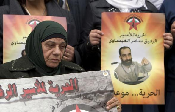 The Mother of Samer Issawi, a Palestinian prisoner who has been on hunger strike for more than 200 days, attends a solidarity sit-in outside the Red Cross offices in Jerusalem, on 14 February 2013. (Photo: Ahmad Gharabli - AFP)