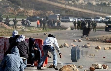 clashes_tires_stones[1]