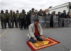 images_News_2013_02_20_praying-in-jerusalem-street_300_0[1]