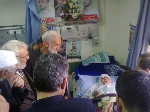 The delegation, which was received by the speaker of the PLC, Dr. Aziz Dweik and number of Islamist MPs, visited martyr Jaradat's house in Seir village to express condolences to his family.