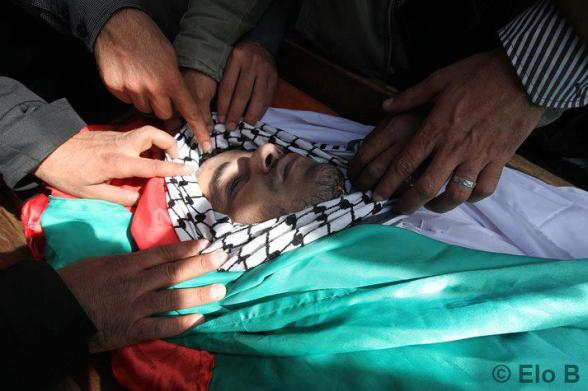 Palestinians mourn over the body of Arafat Jaradat during his funeral on February 25, 2013 in the village of Saair in the West Bank. According to reports, Jaradat died while in Israeli custody as a result of torture. Photo by Eloïse Bollack / Elo B