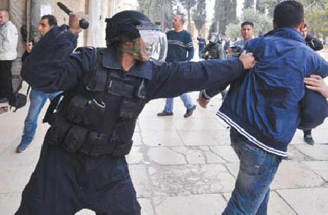 soldier_attacks_boy_alaqsa[1]