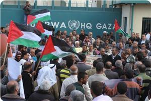 images_News_2013_04_16_unrwa-protest-gaza_300_0[1]