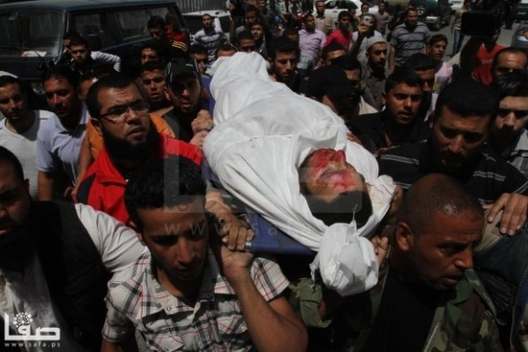 Palestinian man, 29 yr old Haytham Al-Meshaal extrajudicially executed today in Gaza - Photo by SAFA - April 30, 2013