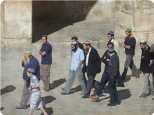 images_News_2013_05_01_aqsa-desecrated_300_0[1]