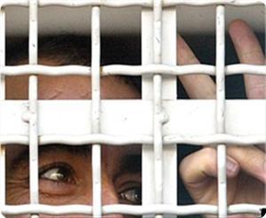 images_News_2013_05_15_prisoner02_300_0[1]