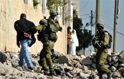 israeli-soldiers-arrest-palestinian-detainee[1]