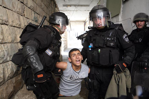 Forces of the Israeli police arrest a Palestinian youth during clashes that took place in Ras al-Amud in East Jerusalem. Sep 23 2011. Sliman Khader.
