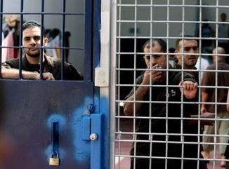 detaineesbarslock[1]