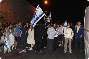 images_News_2013_07_16_jewish-march-jerusalem-temple_300_0[1]