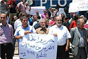 images_News_2013_07_16_protest-outside-plo_300_0[1]