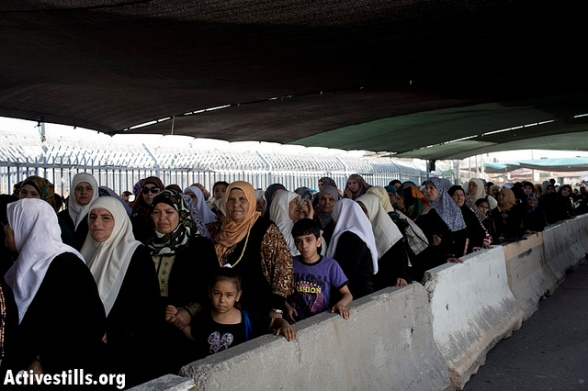July 19 2013 - Second friday of Ramadan in Palestine - Qalandiya Checkpoint - Photo by ActiveStills