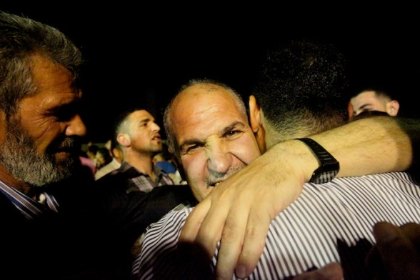 Ramallah - The arrival of the first batch of prisoners through Ofer checkpoint Photo by Mohammed Faraj - WAFA