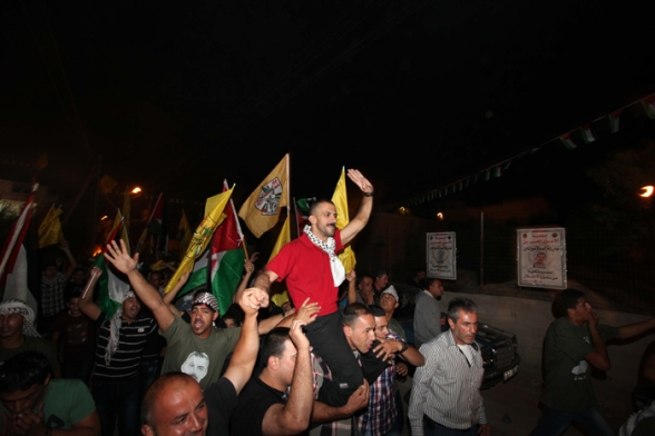 Aug 14 2013 - Bethlehem welcomes Khaled home - Photo by Ahmed Mazhar - WAFA