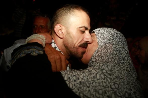 Aug 14 2013 - Bethlehem welcomes Khaled home - Photo by Ahmed Mazhar - WAFA