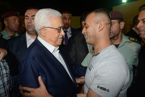 Ramallah - Palestinian President Mahmoud Abbas receives 11 prisoners of the West Bank  released by the Israeli occupation  Photo by Thaer Ghanayim - WAFA