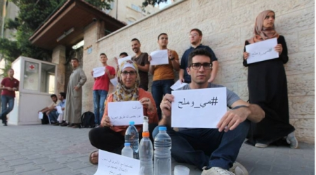 "Gaza activists carrying slogans that read ""Water and Salt"", ""Freedom for Prisoners"", etc"