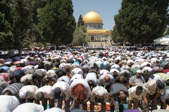 Aug 2 2013 - 400 thousand worshipers attend last friday of Ramadan prayers at Aqsa Mosque - Photo by Safa (1)
