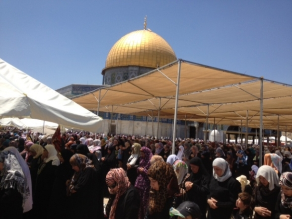 Aug 2 2013 - 400 thousand worshipers attend last friday of Ramadan prayers at Aqsa Mosque - Photo by Safa (10)