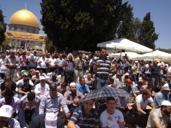 Aug 2 2013 - 400 thousand worshipers attend last friday of Ramadan prayers at Aqsa Mosque - Photo by Safa (11)