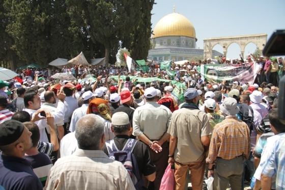 Aug 2 2013 - 400 thousand worshipers attend last friday of Ramadan prayers at Aqsa Mosque - Photo by Safa (13)