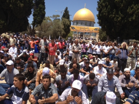 Aug 2 2013 - 400 thousand worshipers attend last friday of Ramadan prayers at Aqsa Mosque - Photo by Safa (15)
