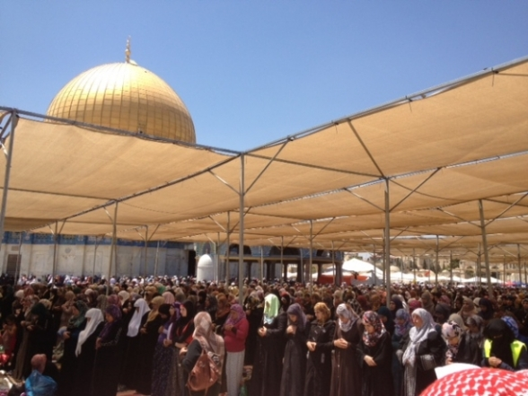 Aug 2 2013 - 400 thousand worshipers attend last friday of Ramadan prayers at Aqsa Mosque - Photo by Safa (18)