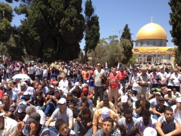 Aug 2 2013 - 400 thousand worshipers attend last friday of Ramadan prayers at Aqsa Mosque - Photo by Safa (19)