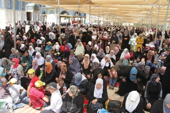 Aug 2 2013 - 400 thousand worshipers attend last friday of Ramadan prayers at Aqsa Mosque - Photo by Safa (24)