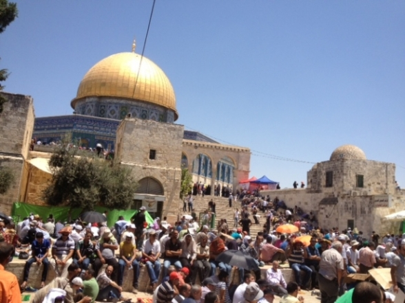 Aug 2 2013 - 400 thousand worshipers attend last friday of Ramadan prayers at Aqsa Mosque - Photo by Safa (27)
