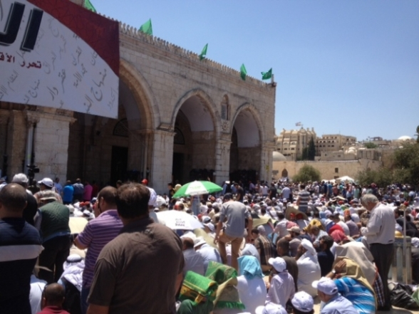 Aug 2 2013 - 400 thousand worshipers attend last friday of Ramadan prayers at Aqsa Mosque - Photo by Safa (3)