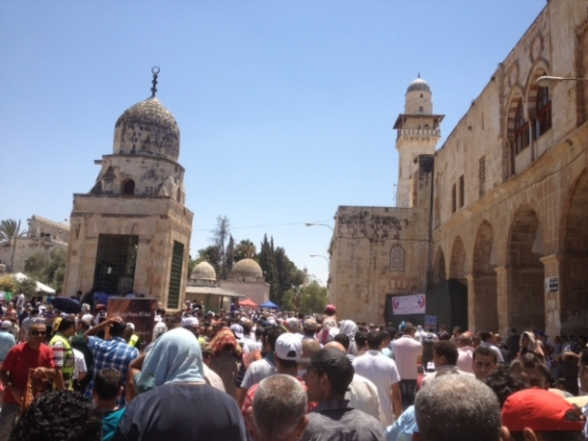 Aug 2 2013 - 400 thousand worshipers attend last friday of Ramadan prayers at Aqsa Mosque - Photo by Safa (31)