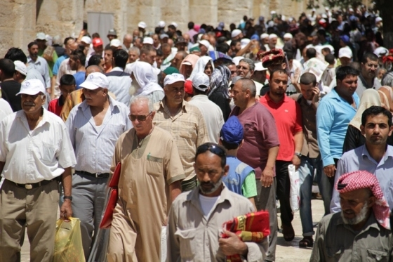 Aug 2 2013 - 400 thousand worshipers attend last friday of Ramadan prayers at Aqsa Mosque - Photo by Safa (32)