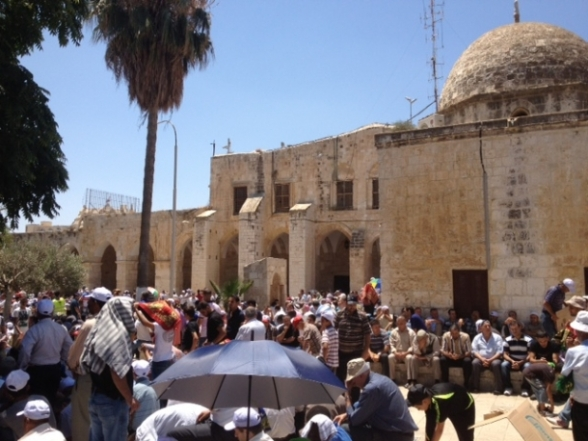 Aug 2 2013 - 400 thousand worshipers attend last friday of Ramadan prayers at Aqsa Mosque - Photo by Safa (41)