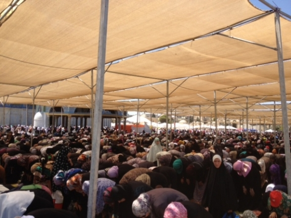 Aug 2 2013 - 400 thousand worshipers attend last friday of Ramadan prayers at Aqsa Mosque - Photo by Safa (6)