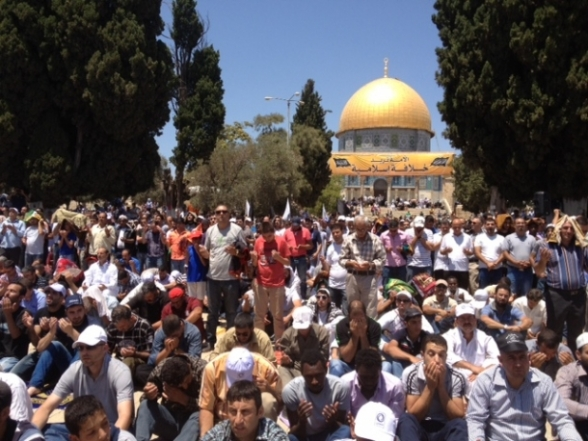 Aug 2 2013 - 400 thousand worshipers attend last friday of Ramadan prayers at Aqsa Mosque - Photo by Safa (7)