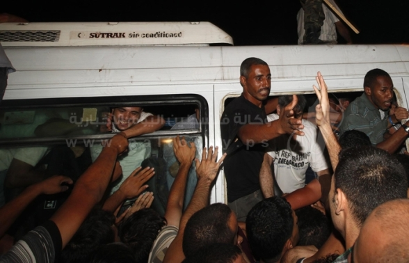 Welcome of released prisoners at checkpoint of Beit Hanoun in the northern Gaza Strip - Photos by PalToday