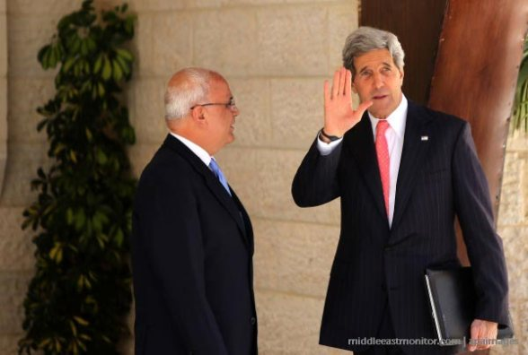 US Secreatary of State John Kerry with chief Palestinian negotiator Saeb Erekat